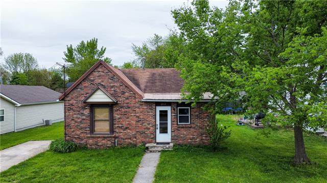 212 E Pine Street, Drexel, MO 64742 (#2321019) :: Team Real Estate