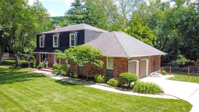 2011 W 81st Terrace, Leawood, KS 66206 (#2321048) :: The Shannon Lyon Group - ReeceNichols
