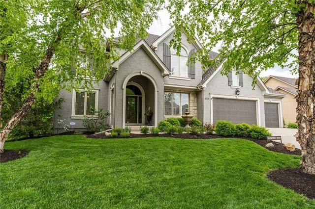 8121 Forest Park Drive, Parkville, MO 64152 (#2321057) :: The Rucker Group