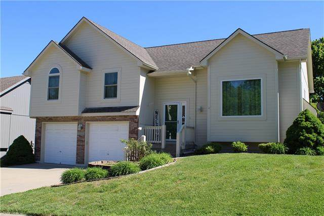 1800 SE Kenwood Drive, Blue Springs, MO 64014 (#2321139) :: Team Real Estate