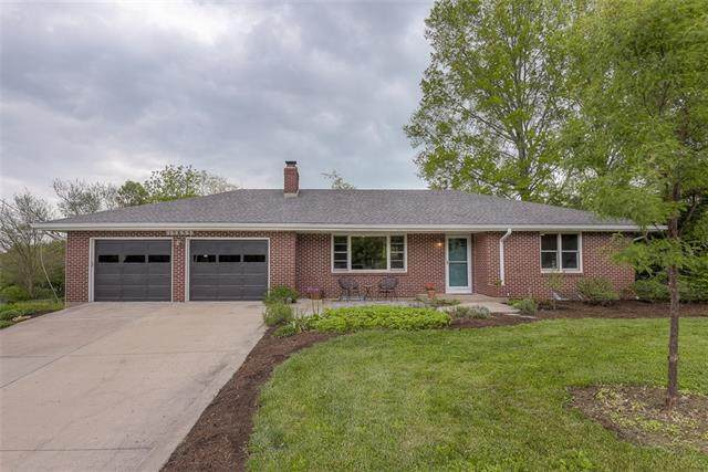 15655 Nall Avenue, Overland Park, KS 66223 (#2321140) :: Team Real Estate