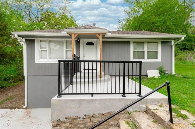 1733 S 49th Street, Kansas City, KS 66106 (#2321150) :: Austin Home Team