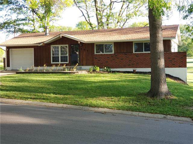 121 Woodland Road, Lansing, KS 66043 (#2321252) :: Team Real Estate