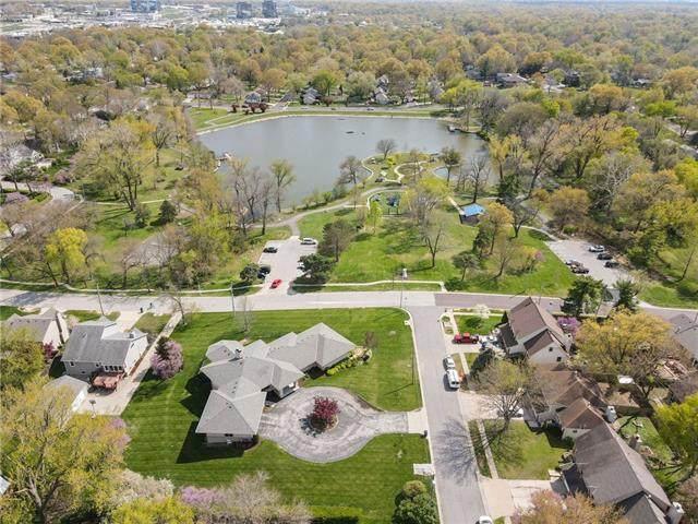 8519 Valley View Drive, Overland Park, KS 66212 (#2321265) :: The Kedish Group at Keller Williams Realty