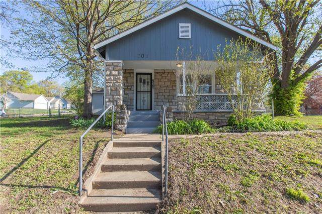 204 E 99th Street, Kansas City, MO 64114 (#2321347) :: Eric Craig Real Estate Team