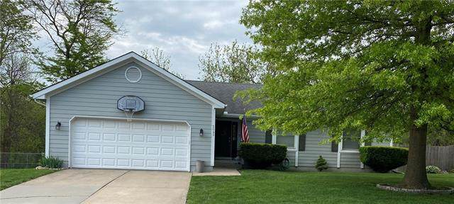 2043 NE Patterson Drive, Lee's Summit, MO 64086 (#2321368) :: Team Real Estate