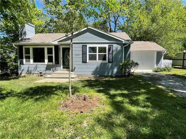 1209 College Hil Street, Pleasant Hill, MO 64080 (#2321417) :: Austin Home Team