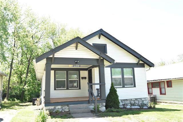 2209 E 67th Street, Kansas City, MO 64132 (MLS #2321470) :: Stone & Story Real Estate Group