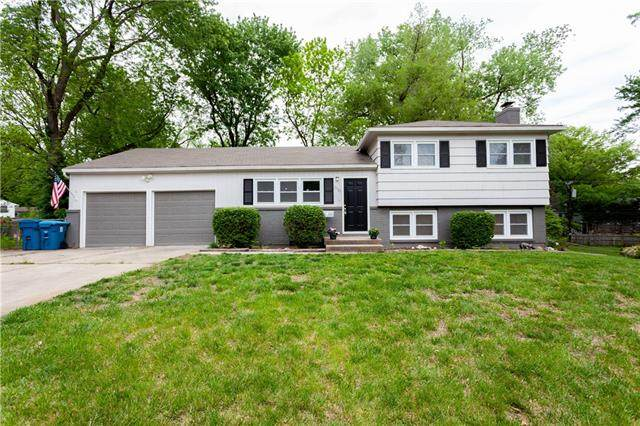 10125 Maple Drive, Overland Park, KS 66207 (#2321474) :: Austin Home Team