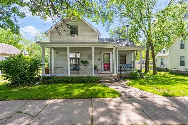 741 S Oak Street, Ottawa, KS 66067 (#2321478) :: Ask Cathy Marketing Group, LLC