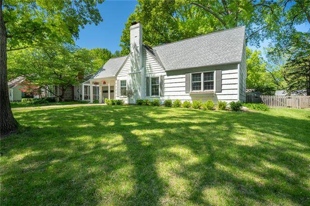 5218 W 70TH Terrace, Prairie Village, KS 66208 (#2321557) :: Tradition Home Group | Better Homes and Gardens Kansas City
