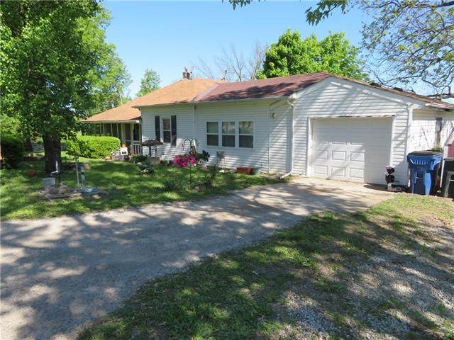 404 N Union Street, Mclouth, KS 66054 (#2321605) :: Dani Beyer Real Estate