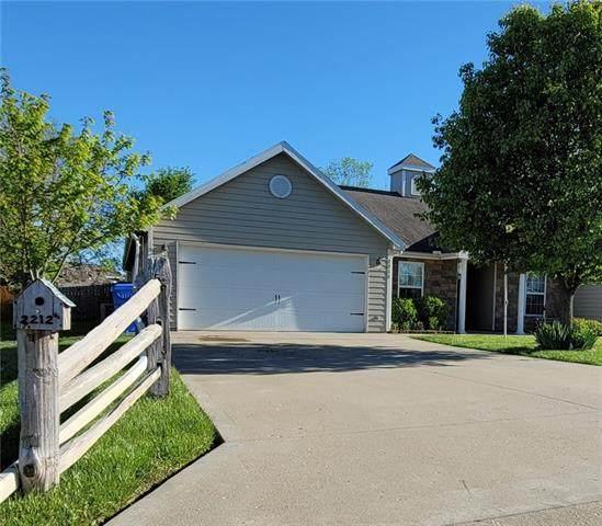 2212 E Sycamore Street, Tonganoxie, KS 66086 (MLS #2321695) :: Stone & Story Real Estate Group