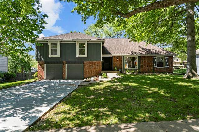5105 NW Coves Drive, Kansas City, MO 64151 (#2321747) :: ReeceNichols Realtors