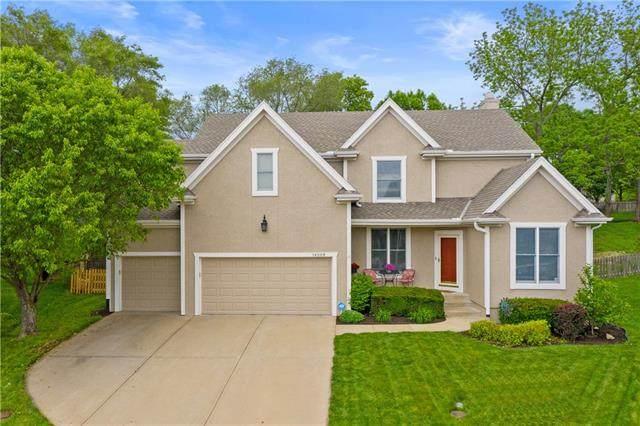 14208 W 72nd Terrace, Shawnee, KS 66216 (#2321787) :: Dani Beyer Real Estate
