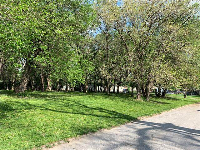 765 Maimi Avenue, Kansas City, KS 66105 (#2321834) :: Edie Waters Network