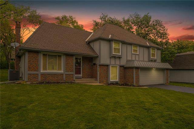 9806 W 105 Street, Overland Park, KS 66212 (#2321927) :: The Kedish Group at Keller Williams Realty
