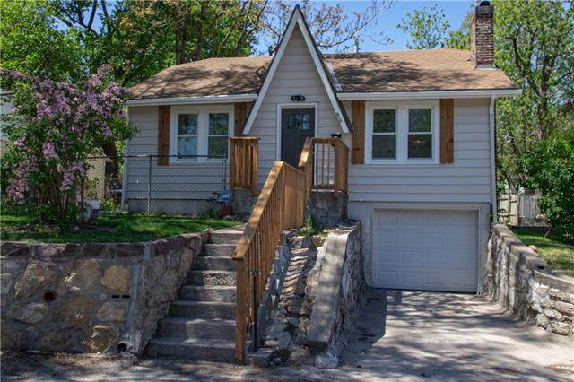 616 S Lake Drive, Independence, MO 64053 (#2322020) :: Team Real Estate