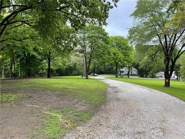 7815 N Troost Avenue, Kansas City, MO 64118 (#2322037) :: Team Real Estate