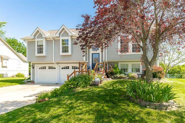 810 S Morgan Drive, Peculiar, MO 64078 (#2322074) :: Dani Beyer Real Estate