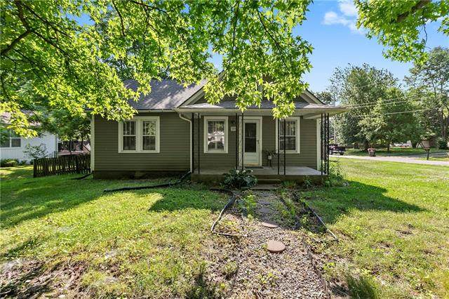 309 5th Street, Greenwood, MO 64034 (#2322201) :: Tradition Home Group | Better Homes and Gardens Kansas City