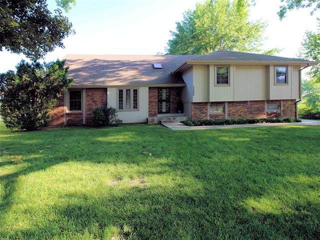 12400 Wingfoot Drive, Kansas City, KS 66109 (#2322236) :: Ron Henderson & Associates