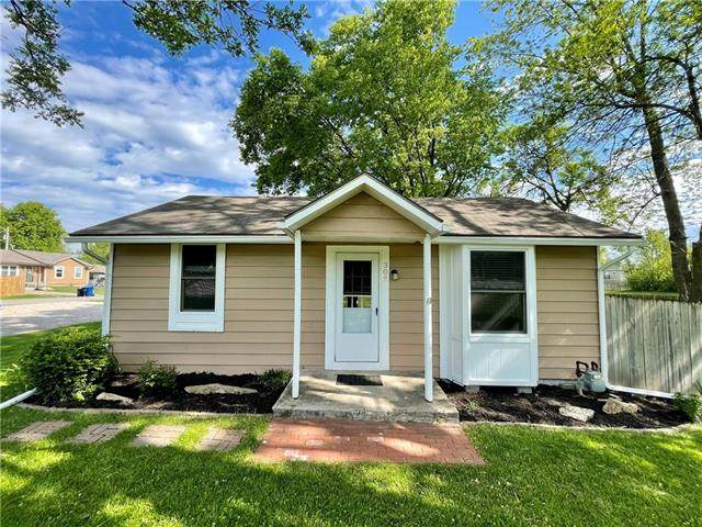 308 W Lawrence Street, Spring Hill, KS 66083 (#2322241) :: Eric Craig Real Estate Team
