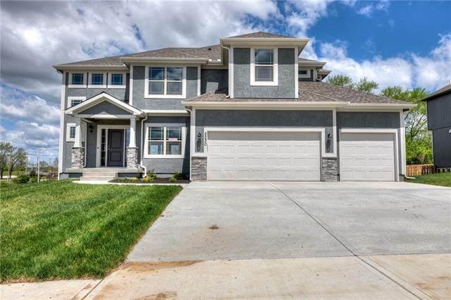 9515 N Lawn Avenue, Kansas City, MO 64156 (#2322249) :: Five-Star Homes