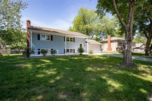 15220 W 152 Circle, Olathe, KS 66062 (#2322304) :: Austin Home Team