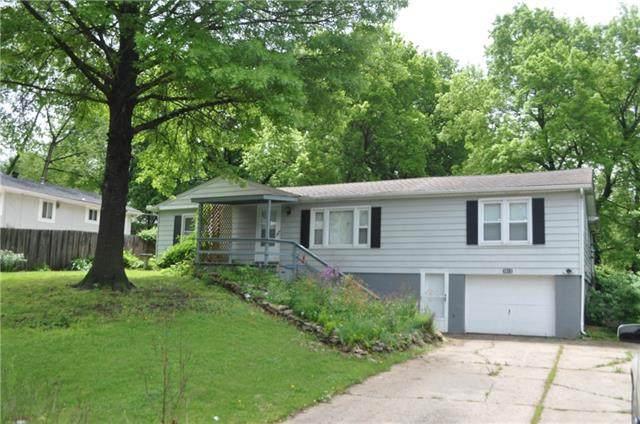 5615 NE Barnes Avenue, Kansas City, MO 64119 (#2322347) :: Ron Henderson & Associates