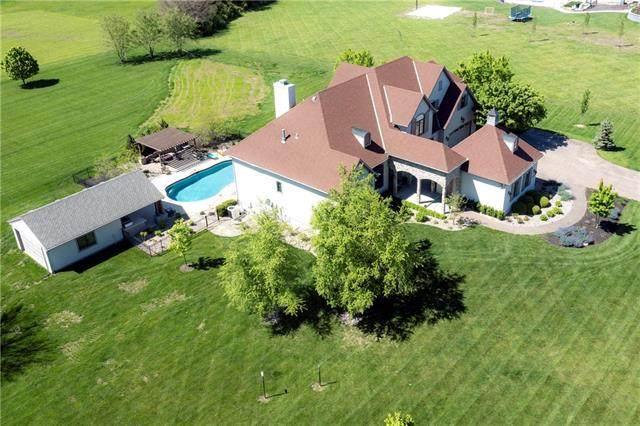 18086 S Sunset Drive, Olathe, KS 66062 (#2322762) :: Tradition Home Group | Better Homes and Gardens Kansas City