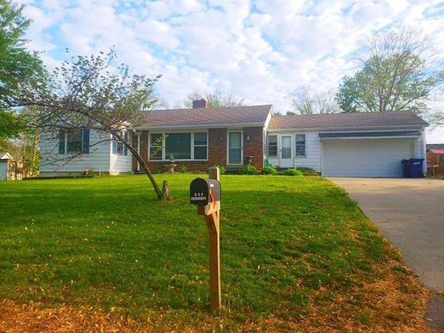 304 3rd Street Terrace, Smithville, MO 64089 (#2322786) :: Eric Craig Real Estate Team