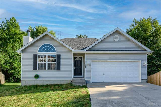 16422 E 4th Street Court, Independence, MO 64056 (#2323078) :: Ron Henderson & Associates