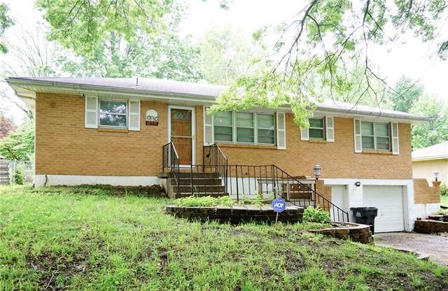 916 SW 14th Terrace, Blue Springs, MO 64015 (#2323098) :: Edie Waters Network