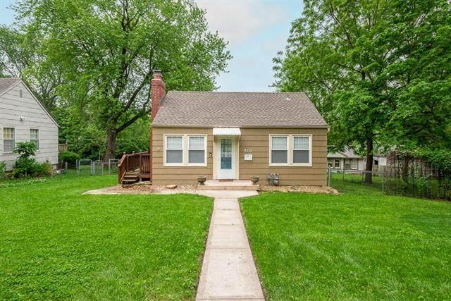 8211 Grand Avenue, Kansas City, MO 64114 (#2323124) :: Five-Star Homes