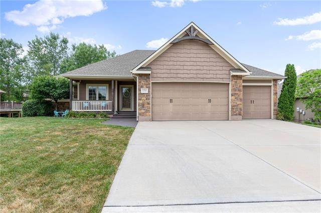 1204 NW Burr Oak Lane, Grain Valley, MO 64029 (#2323272) :: Team Real Estate