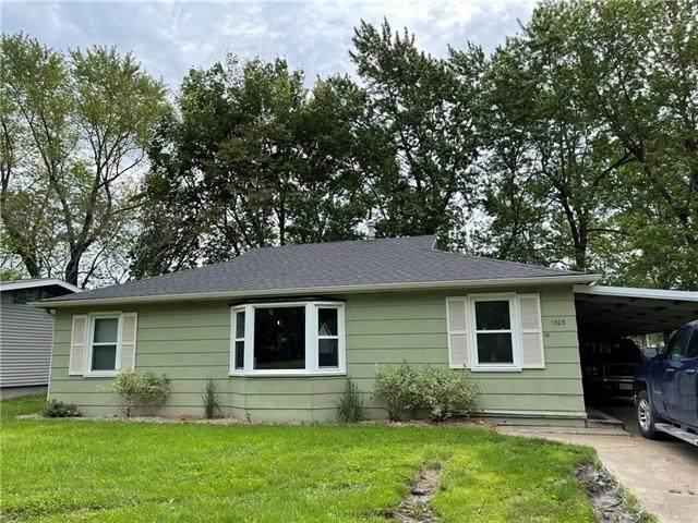 1303 S Butler Drive, Harrisonville, MO 64701 (#2323502) :: Five-Star Homes