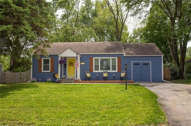 11411 W 68th Terrace, Shawnee, KS 66203 (#2323584) :: The Kedish Group at Keller Williams Realty