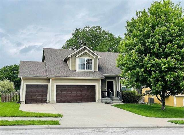 403 Golfview Drive, Pleasant Hill, MO 64080 (#2323766) :: Ask Cathy Marketing Group, LLC