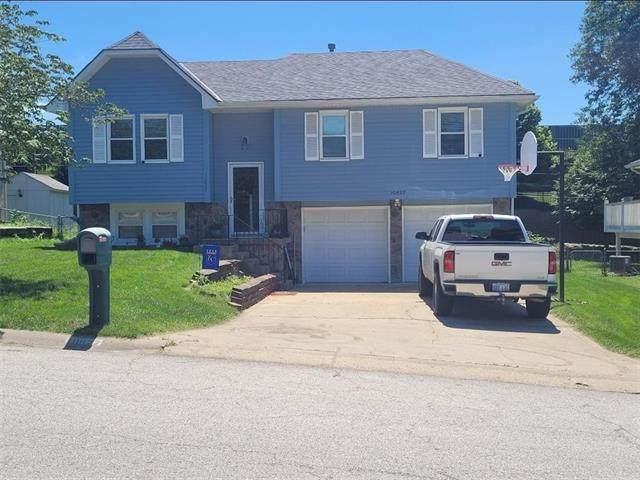 10827 Cleveland Avenue, Kansas City, KS 66109 (#2323969) :: Dani Beyer Real Estate