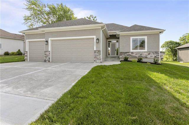 1304 NW Crestwood Drive, Grain Valley, MO 64029 (#2323990) :: Tradition Home Group | Compass Realty Group