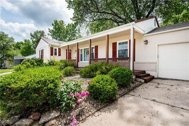 6428 Rockhill Road, Kansas City, MO 64131 (#2324043) :: Ron Henderson & Associates