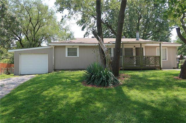 807 NE 61st Terrace, Kansas City, MO 64118 (#2324231) :: Edie Waters Network