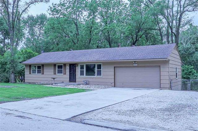 3010 N 82nd Terrace, Kansas City, KS 66109 (#2324337) :: Dani Beyer Real Estate