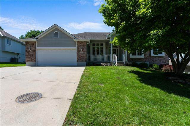 17805 E 29th Street, Independence, MO 64057 (#2324362) :: Dani Beyer Real Estate