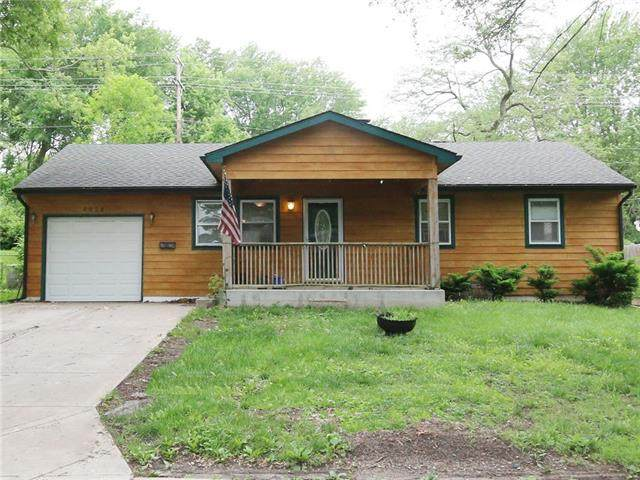 4028 S Pleasant Street, Independence, MO 64055 (#2324372) :: Ron Henderson & Associates