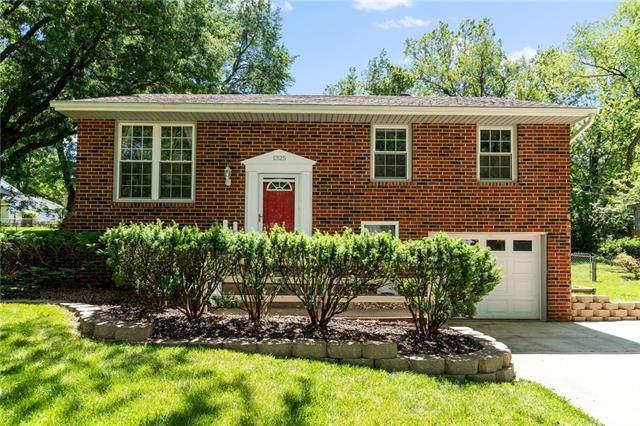 1325 Park Lane, Liberty, MO 64068 (#2324706) :: Dani Beyer Real Estate