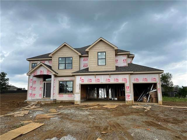 9520 N Lawn Avenue, Kansas City, MO 64156 (#2324916) :: Team Real Estate