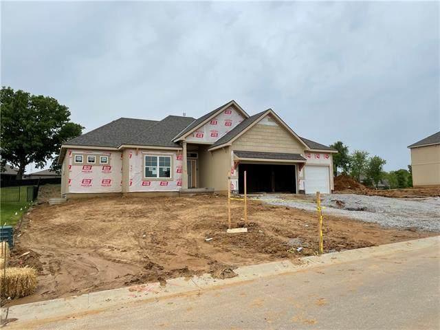 9512 N Lawn Avenue, Kansas City, MO 64156 (#2324931) :: Five-Star Homes