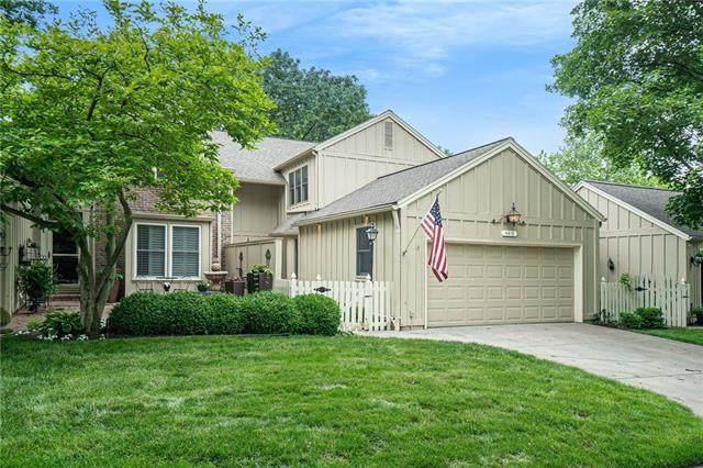 4419 W 112th Terrace, Leawood, KS 66211 (#2324956) :: Dani Beyer Real Estate